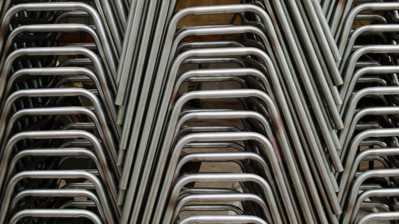 Tubo de acero en mobiliario